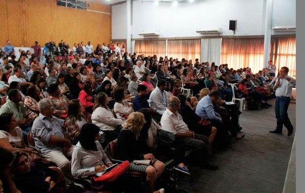 Governo reuniu profissionais da Saúde para discutir doença, ontem (Foto: Leonardo Rattes/Ascom Sesab)