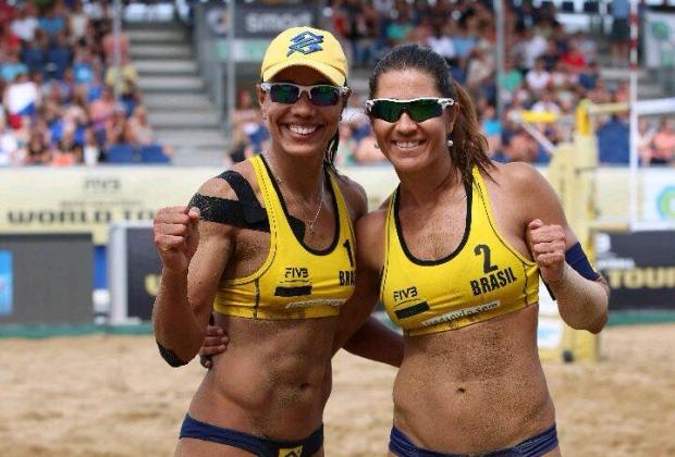Ela e Maria Elisa venceram Larissa e Talita por 2 sets a 1, parciais de 19/21, 21/18 e 15/13 nas oitavas de final