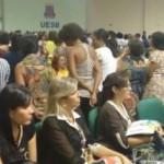 JEQUIÉ: MANIFESTANTES DÃO AS COSTAS PARA PREFEITA DURANTE EVENTO