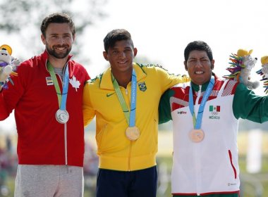 """Após a conquista, o atleta bicampeão mundial comemorou muito o resultado. """"Estou representando o meu país, o Time Brasil"""