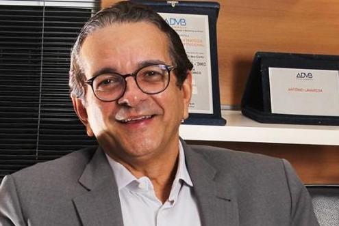 Cientista político Antônio Lavareda diz que tucanos podem ser surpreendidos por terceira via na elei