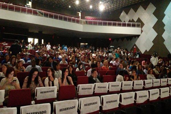 O publico formado por médicos e estudante de Medicina lotou o auditório