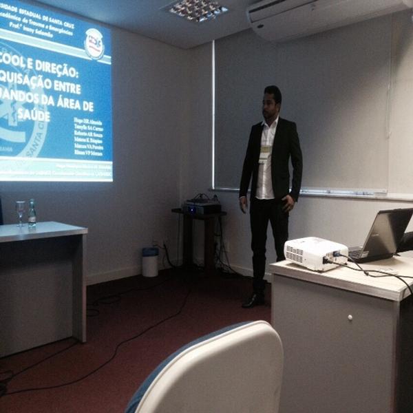Hugo durante apresentação do trabalho no XVII Congresso Brasileiro das Ligas do Trauma
