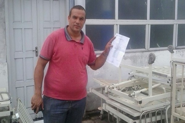 O vice prefeito do município que trouxe os equipamentos exibe a nota fical