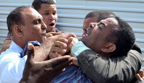 O vereador Vado Malassombrado (DEM) foi expulso a força do palanque do governador Rui Costa (PT)