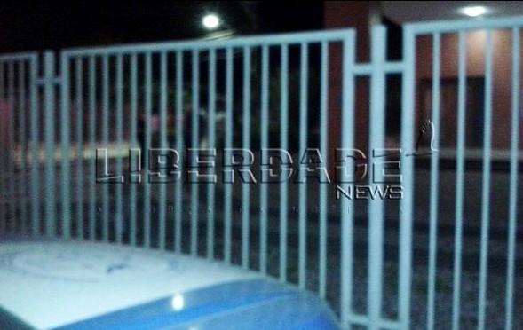 Salas do arquivo de armas e drogas criminal, da administração e a sala I do cartório crime foram arrombadas.
