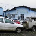 AURELINO LEAL: VEREADORES  EXIGEM RETIRADA DE CARROS AMONTOADOS EM PORTA DE DELEGACIA