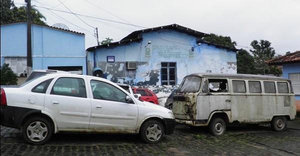 Os veículos amontoados tem sido verdadeiros focos do Mosquito transmissor da Dengue