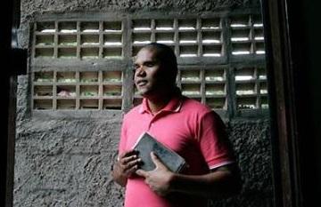 O evangelista Gilson Souza de Jesus, 33, precisou conhecer a escuridão da cegueira para começar a trilhar o caminho da luz.