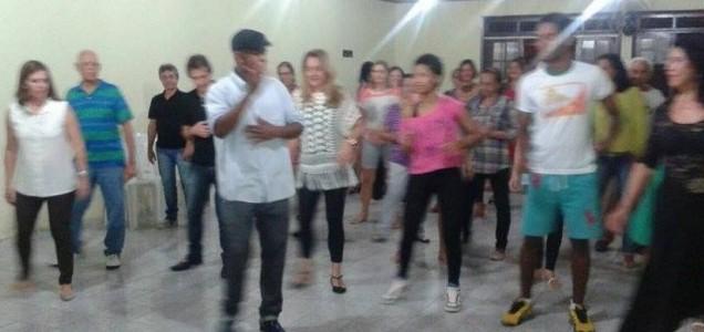 Professor Thiago Albert fez a demonstração da daça ao público