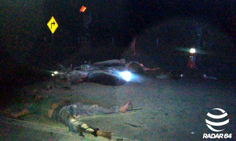 Duas motos bateram de frente, provocando a morte do açougueiro Emanuel Conceição Maia, de 32 anos e do vendedor ambulante Jean Fábio Alves Barreto, de 35.