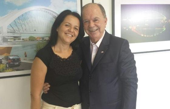 A prefeita ao lado  do Governador em exercício João Leão, durante a audiencia