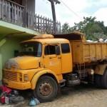 ITACARÉ: CAÇAMBA DA PREFEITURA BATE EM MOTO  E INVADE CASA EM TABOQUINHAS