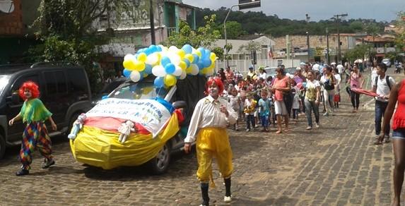 Alunos da Escola Joserina Pereira, desfilaram pelas ruas da cidade