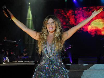 Cantora se apresenta com a banda nesta quinta-feira na AABB de Ipiaú.