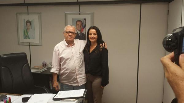 A prefeita no Gabinete do Secretário, Josias Gomes