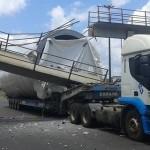 UBAITABA: SEM PASSARELA, MORADORES  RECLAMAM DE RISCOS PARA ATRAVESSAR A BR-101