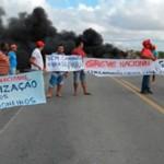 CAMINHONEIROS FAZEM MANIFESTAÇÃO E FECHAM BR-407