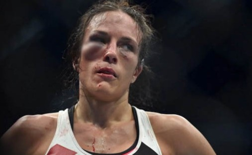 Lutadora Valerie Letourneau foi derrotada por Joanna Jedrzejczyk, no UFC 193