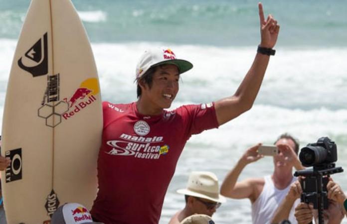 Com a praia lotada, terminou na manhã deste domingo (01), a terceira edição consecutiva do Mahalo Surf Eco Festival em Itacaré. Com a vitória merecida do jovem norte-americano Kanoa Igarashi, de apenas 18 anos.