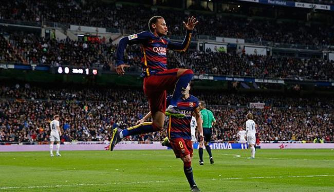 Neymar comemora após marcar o segundo gol do Barça no clássico contra o Real