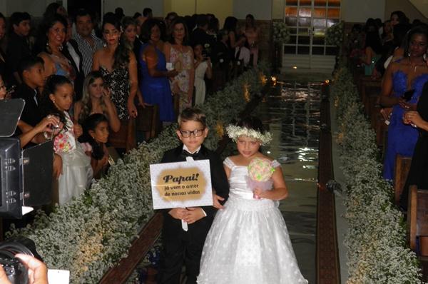 Os guardas de honra anunciam a chegada da noiva