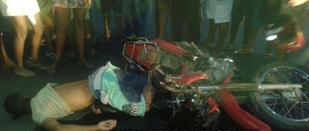 A vítima foi identificada como sendo Edson Fagundes dos Santos, 34 anos, residente na região da Serrinha,  caminhao-passa-por-cima-de-motoqueiro-e-foge