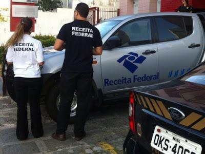 Polícia cumpre mandados de busca e apreensão. (Foto: Divulgação/ Receita Federal)