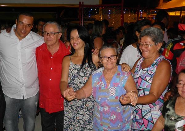 A Viúva do senhor Gregório cortou a faixa inaugural ao lado do vice da prefeita e do Secretário Josias Gomes