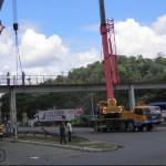 UBAITABA: COMPLEMENTO DA PASSARELA ESTÁ SENDO INSTALADO NA BR-101