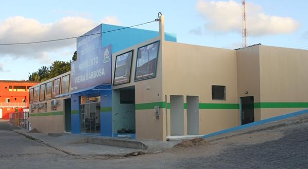 O prédio de linha modernas e com grande estrutura  de atendimento médico