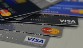 O rotativo é o crédito tomado pelo consumidor quando paga menos que o valor integral da fatura do cartão.