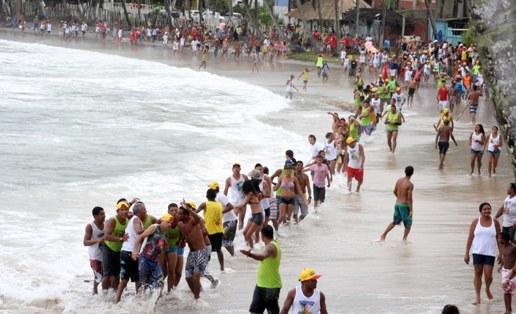 A puxada ocorre às 15 horas, saindo da Praça Cláudio Magalhães, passando pela praia do balneário, sendo seguida por uma multidão.