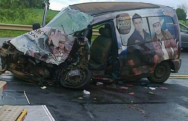 Dupla sertaneja se envolve em acidente no Paraná; mãe dos cantores morreu (Foto: Divulgação/ Faxinal Notícias/Paulinho Portela)