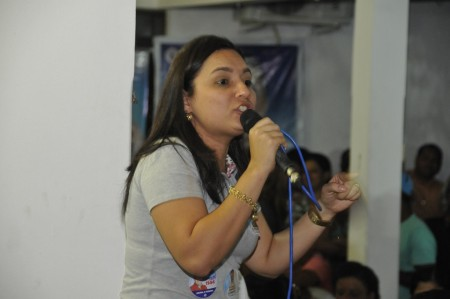 Os  PROFESSORES reclamam que a prefeita Simeia Queiroz se nega a cumprir a lei que estabelece o piso nacional do magistério.