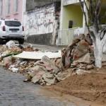 PREFEITURA DE UBAITABA  NÃO RECOLHE ENTULHOS E IRRITA MORADORES