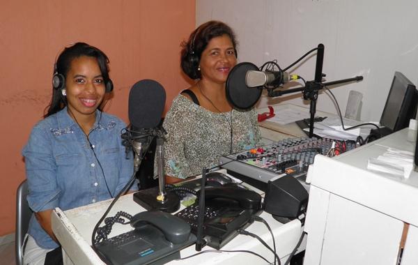 """Norma Ribeiro e Luíse Beatriz, no comando do jornal """" Bom dia Cidades"""