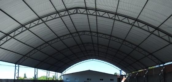 A quadra Poliesportiva do Colégio Antenor Lemos em fase de conclusão