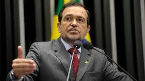 Walter Pinheiro entregou a carta de desfiliação ao diretório do partido na Bahia,