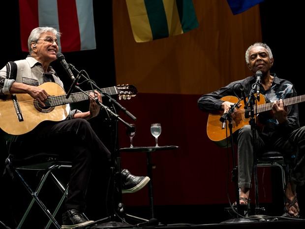 Caetano Veloso e Gilberto Gil tocam juntos na turnê batizada de 'Dois Amigos, Um Século de Música' (Foto: Marcelo Brandt/G1)