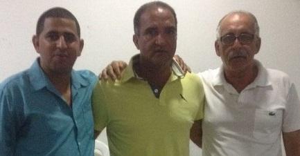 Jaílton, recebe o apoio de Ismaile e Catarino