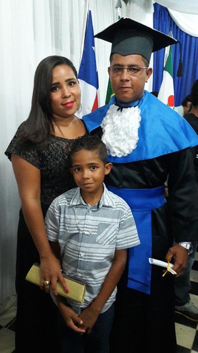 Rodrigo recebe o carinho da familia