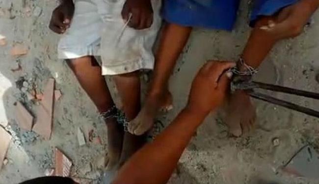 As crianças estão no conselho tutelar da cidade de Mucuri