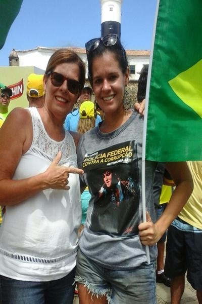 Elied e a filha Pricila marcaram presença na manifestação em Salvador