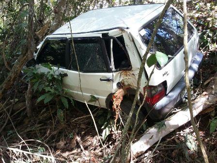 O Fiat Uno ficou totalmente destruido