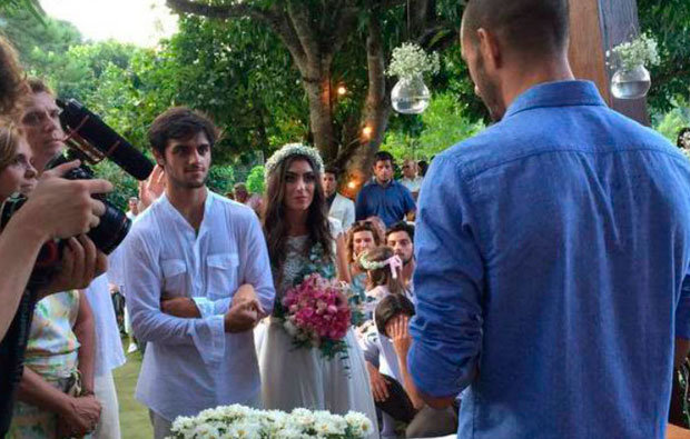 Cerimônia foi realizada ao ar livre com cerca de 300 convidados