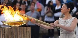 Em Olímpia, na Grécia, e a chama foi acesa às 6h53, no horário de Brasília.