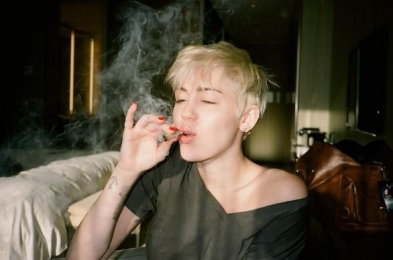Miley sempre foi uma porta-voz da liberação da maconha
