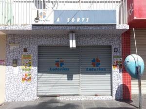 A dona das duas únicas lotéricas da cidade, Marinalva Freire de Lima, disse que soube da notícia através do marido.