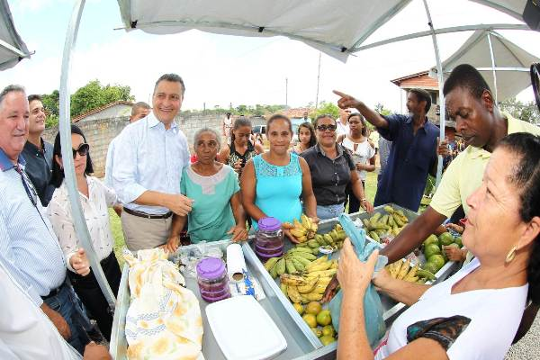 o governador visitou os agricultores familiar